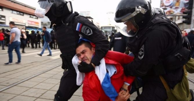 Суд арестовал на 30 суток одного из участников митинга в Новосибирске